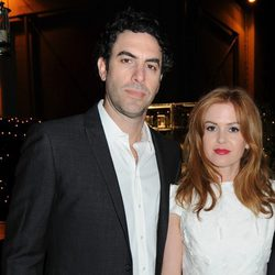 Isla Fisher y Sacha Baron Cohen en la gala 'Rebel with a Cause' de Hollywood