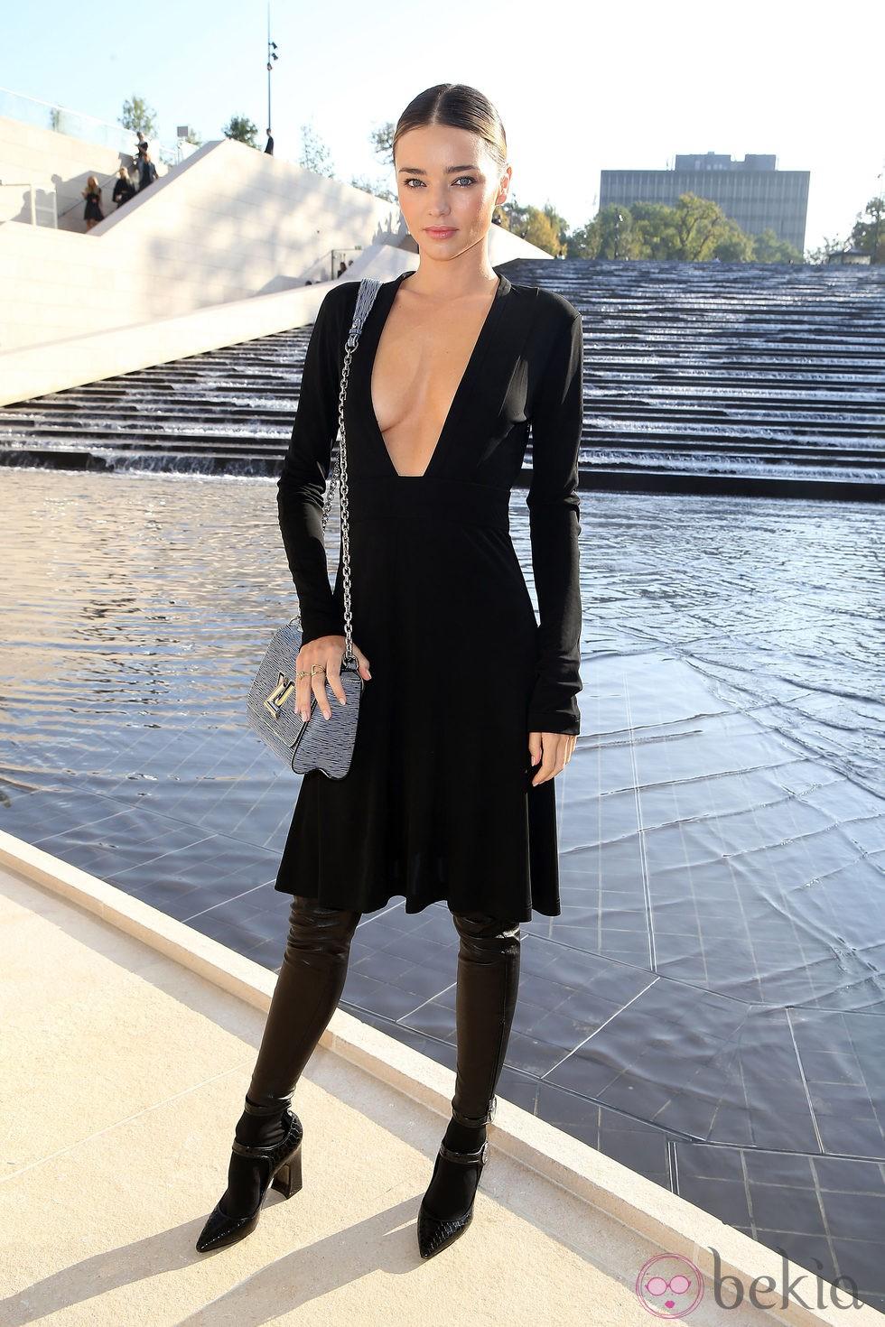 Miranda Kerr en el desfile de Louis Vuitton en la Semana de la Moda de París primavera/verano 2015