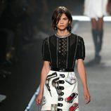 Alba Galocha desfilando para Louis Vuitton en la Semana de la Moda de París primavera/verano 2015