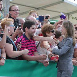 La Reina Letizia saluda a los ciudadanos de Zafra