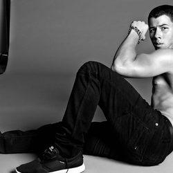 Nick Jonas saca bíceps para la revista Flaunt Magazine