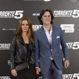 Poty y su mujer Isabel Navarro en el estreno de 'Torrente 5: Operación Eurovegas'