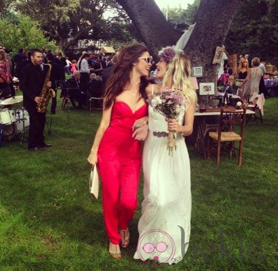 Bárbara Muñoz con Juana Acosta el día de su boda