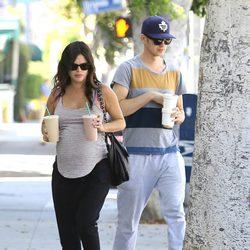 Rachel Bilson y Hayden Christensen paseando antes de ser padres