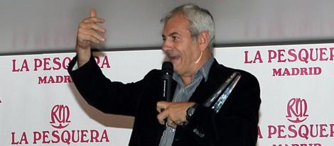 Carlos Sobera recogiendo su galardón en los Premios La Pesquera 2014