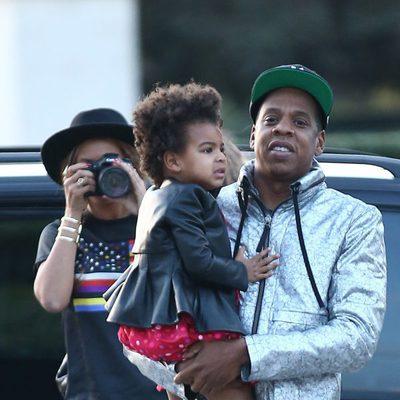 Beyoncé, Jay Z y Blue Ivy Carter en los alrededores del Museo Louvre de París