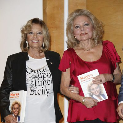 Mayra Gómez Kemp presenta sus memorias con María Teresa Campos