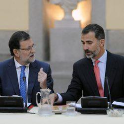 Mariano Rajoy y el Rey Felipe en la reunión anual del Patronato del Instituto Cervantes