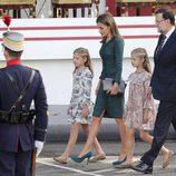 La Reina Letizia, la Princesa Leonor y la Infanta Sofía con Mariano Rajoy en el Día de la Hispanidad 2014