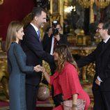 Mariló Montero hace la genuflexión a la Reina Letizia en la recepción del Día de la Hispanidad 2014