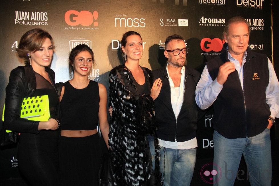 Bertín Osborne junto a sus hijas Eugenia y Alejandra Ortiz en la Pasarela del Sur