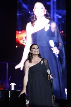 Isabel Pantoja durante un concierto en Zaragoza