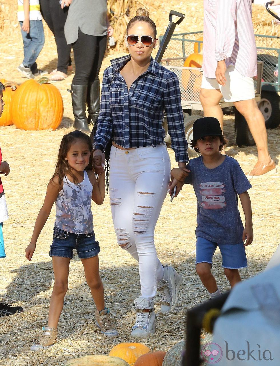 De Jennifer Con Lopez Max En La Emme Plantación Sus Y Hijos 8nkNZwOXP0