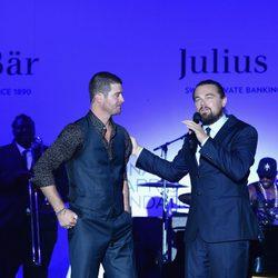 Robin Thicke y Leonardo DiCaprio en Saint-Tropez