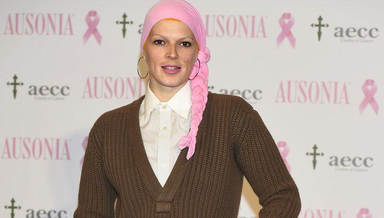 Bimba Bosé en la campaña solidaria contra el cáncer de mama de Ausonia y la AECC