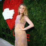 Blake Lively presumiendo de embarazo en los Golden Heart Awards 2014