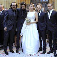 Leire Martínez en su boda con sus compañeros de La Oreja de Van Gogh