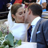 Leire Martínez y Jacobo Bustamante se besan tras su boda