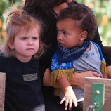 North West y Penelope Disick en el Moorpark de California
