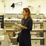 Blanca Suárez comprando en una tienda de decoración antes de su 26 cumpleaños