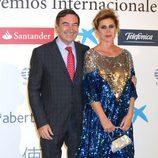 Pedro J. Ramírez y Ágatha Ruiz de la Prada en la entrega de los Premios Internacionales de Periodismo 2013