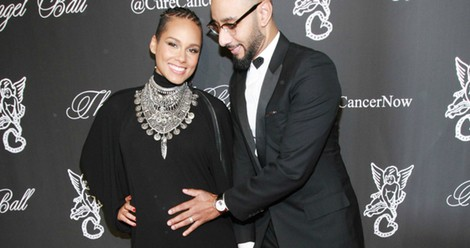 Alicia Keys y Swizz Beatz posan a su llegada a gala benéfica de Gabrielle's Angel Foundation