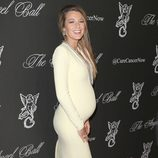 Blake Lively luciendo embarazo en la Gala Angel Ball 2014