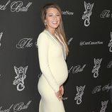 Blake Lively luciendo embarazo en la Gala Angel Ball 2014