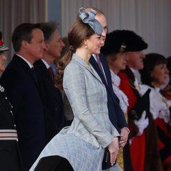 El viento sube la falda de Kate Middleton en su reaparición tras anunciar su segundo embarazo