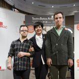 Concha Velasco con Hugo Aritzmendiz y Rodrigo Raimondi en la presentación de 'Olivia y Eugenio'