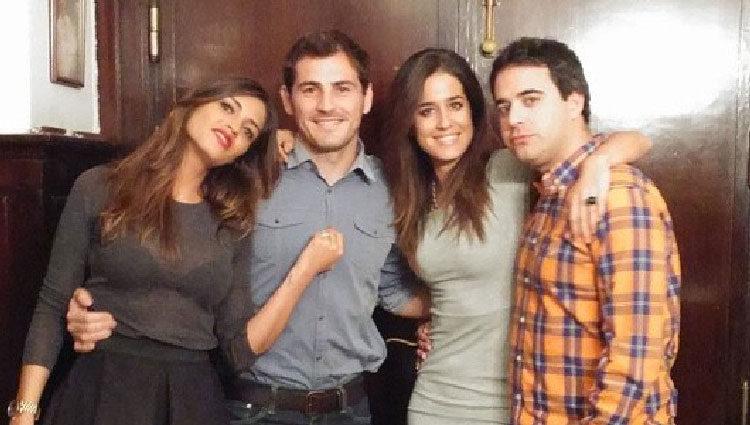 Sara Carbonero e Iker Casillas celebran la victoria del Real Madrid contra el Barça junto a Isabel Jiménez
