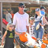 Gwen Stefani junto a su familia en un huerto de calabazas de Moorpark, California