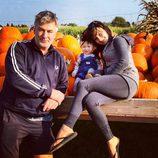 Hilaria y Alec Baldwin preparan Halloween en familia
