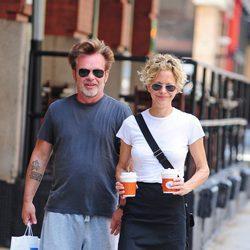 Meg Ryan y John Mellencamp pasean por Nueva York