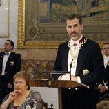 El Rey Felipe ofreciendo un discurso en su primera cena de gala como Rey