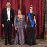 Los Reyes Felipe y Letizia con Michelle Bachelet en su primera cena de gala como Reyes
