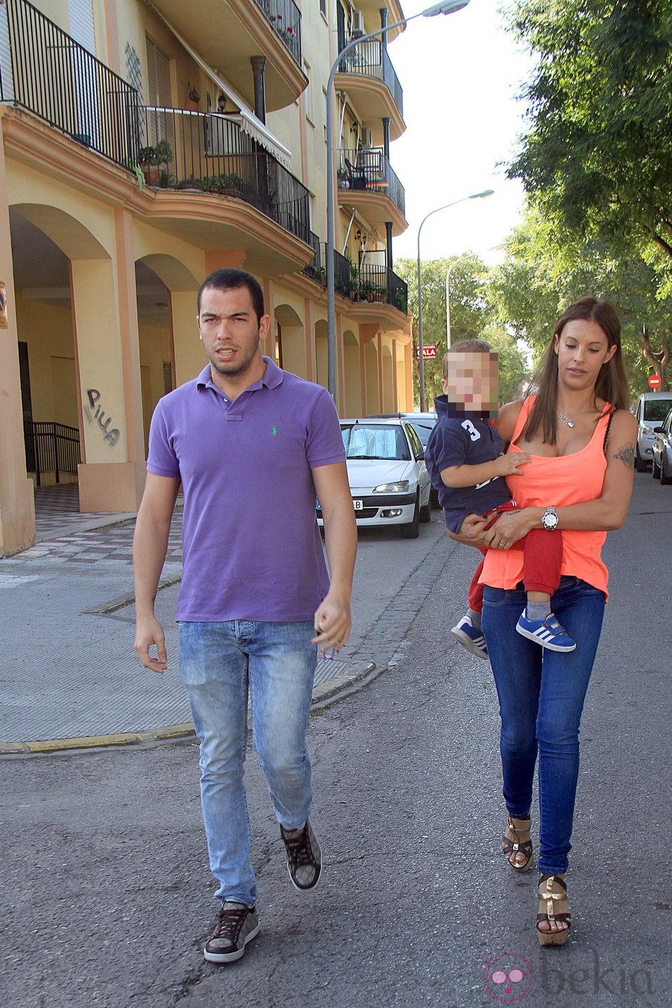 Alberto Isla con su novia Techi y el hijo de ésta