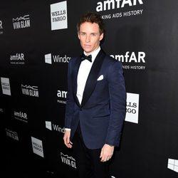 Eddie Redmayne en la 'AmfAR Inspiration Gala' 2014 en Hollywood