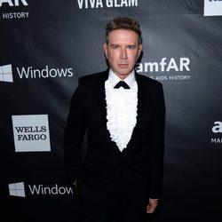 Eugene Sadovoy en la 'AmfAR Inspiration Gala' 2014 en Hollywood