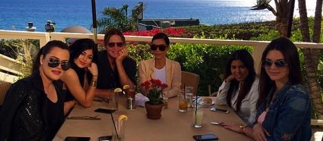 Bruce Jenner celebra su cumpleaños con Kylie, Kendall, Kim, Kourtney y Khloe