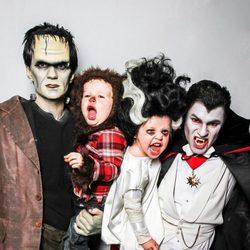 Neil Patrick Harris, David Burtka y sus hijos disfrazados de monstruos en Halloween 2013