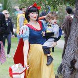 Molly Sims disfruta Halloween 2014 con su hijo