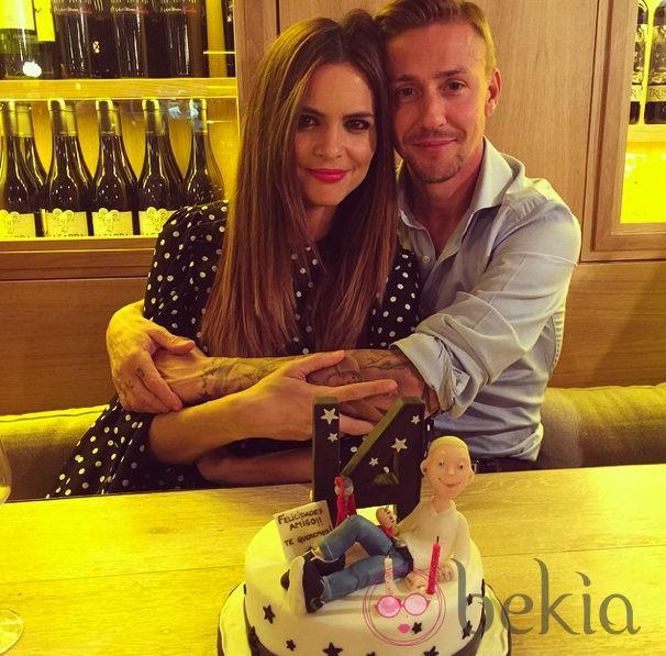 Guti y Romina celebrando el trigésimo octavo aniversario del exfutbolista