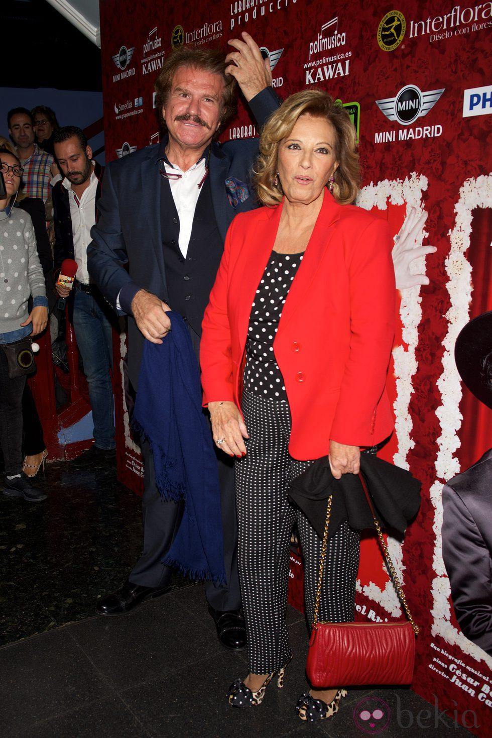María Teresa Campos y Bigote Arrocet en el estreno de 'Miguel de Molina al desnudo'