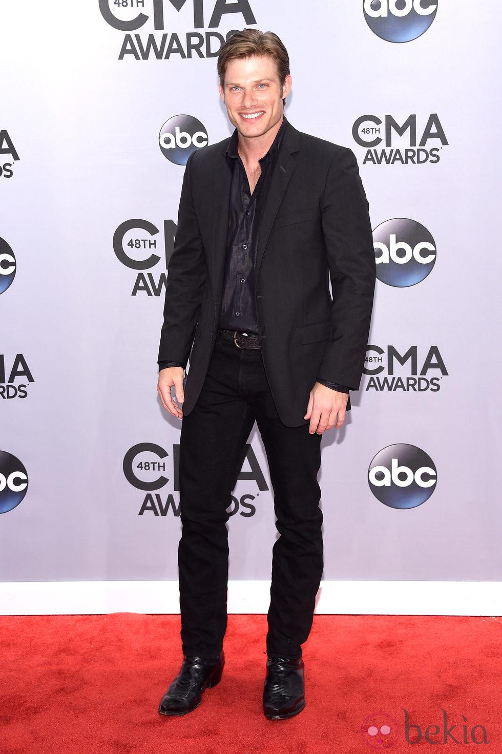 Chris Carmack en la entrega de los premios CMA Awards 2014