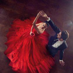 Eva Green bailando en el mes de diciembre del Calendario Campari 2015