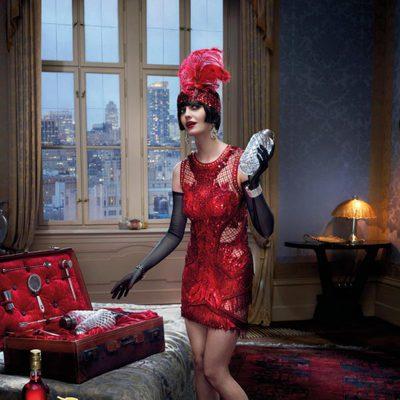 Eva Green es una cabaretera en el mes de junio del Calendario Campari 2015