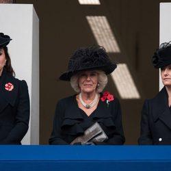 La Duquesa de Cambridge, la Duquesa de Cornualles y la Condesa de Wessex en el Día de los Caídos 2014