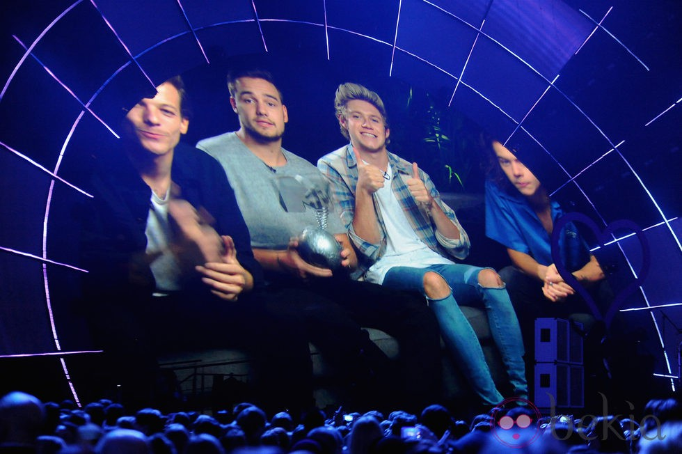 One Direction agradeciendo su premio en los MTV EMA 2014 en un vídeo