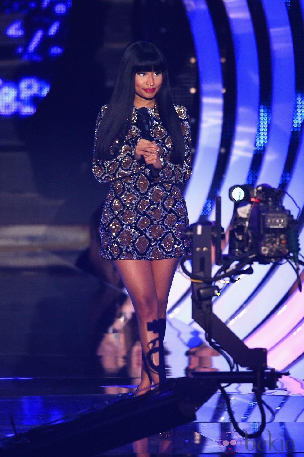 Nicki Minaj con un vestido de mosaico en la gala de los MTV EMA 2014